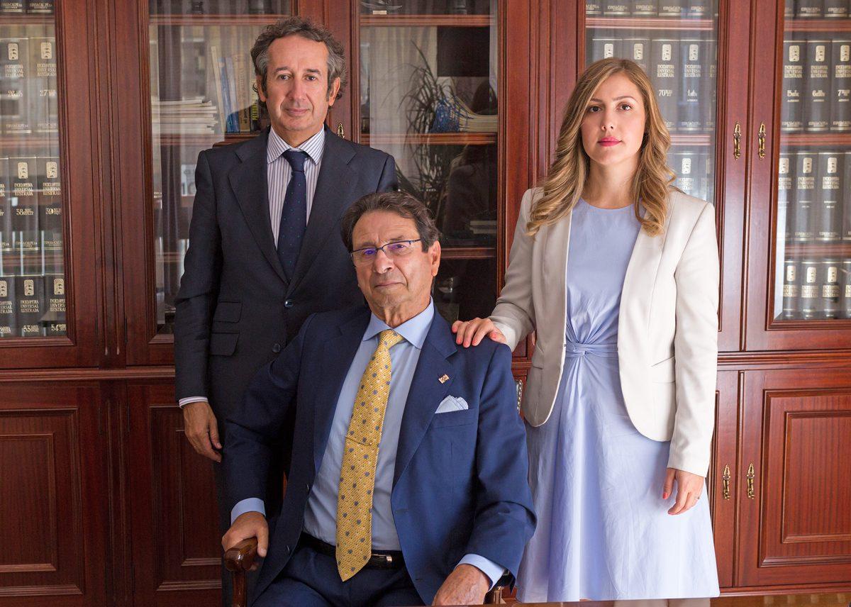 https://www.carcaba.es/wp-content/uploads/2018/10/TRES-GENERACIONESPARA-WEB-1200x856.jpg